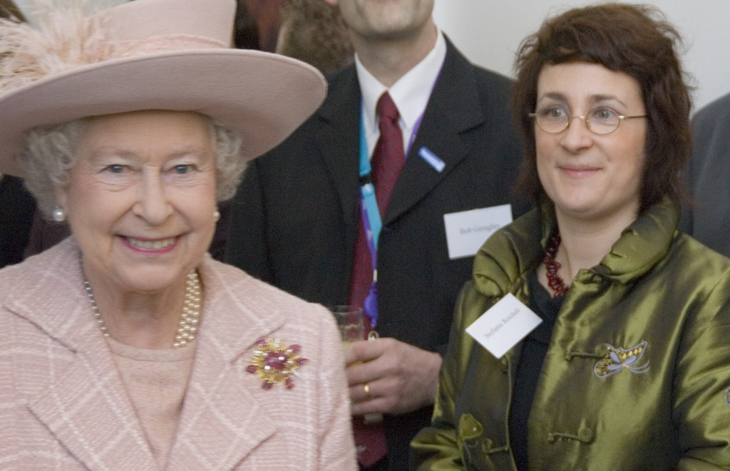 The Queen in 2007 and in 2016 – Happy Anniversary !